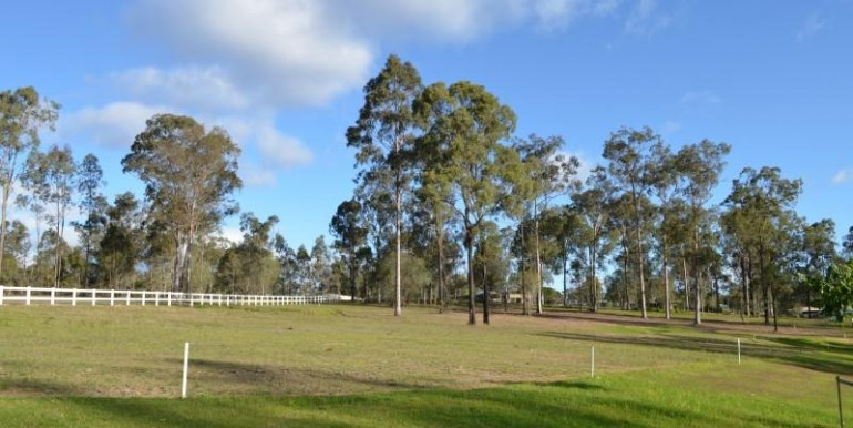 2-8-colt-court-south-maclean-qld-4280-real-estate-photo-3-large-11154203 (1)